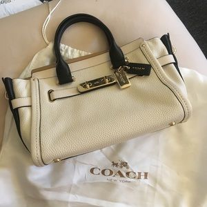 Coach bag Licah cream / black leather body bag